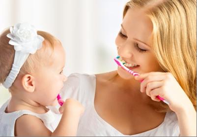 Gemeinsame Zahnpflege